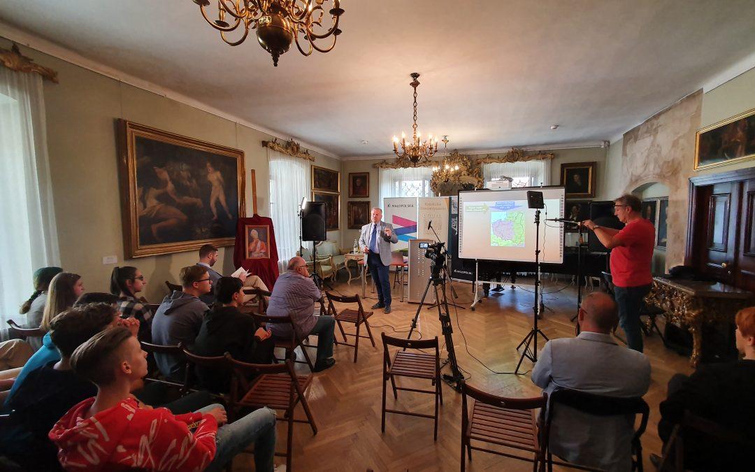 Uczniowie 2B na konferencji o kard. Stefanie Wyszyńskim